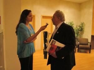 Dr. Hélio durante entrevista