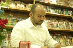 André Vianco em sessão de autógrafos