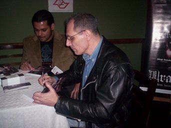 Nelson Magrini em sessão de autografos